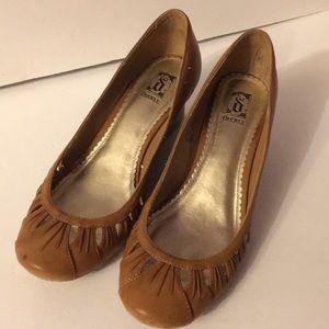 Decree tan wedge shoes